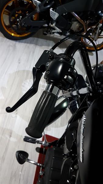 Harley - Davidson 883 Bobber