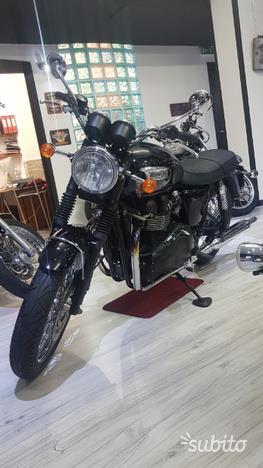 Triumph Boneville T 100 black
