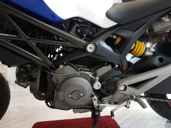 Ducati Monster 696 Bi-colore