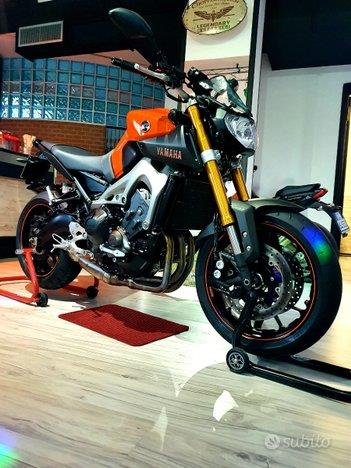 YAMAHA MT-09 Orange Abs Akrapovic