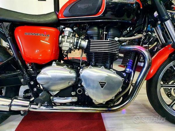 Triumph Bonneville 865 SE Limited Intense Orange - 2011